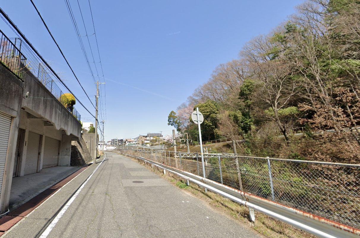 「甲栄台パーキング」神戸市北区甲栄台5丁目の賃貸駐車場の外観写真です