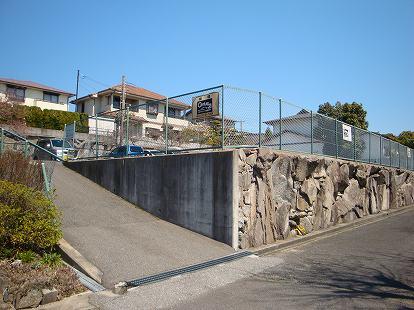 「泉台矢部パーキング」神戸市北区泉台3丁目の賃貸駐車場の外観写真です